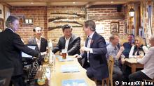 (151022) -- LONDON, Oct. 22, 2015 -- Chinese President Xi Jinping (3rd L) talks with British Prime Minister David Cameron (4th L) at a local pub after their meeting in Cameron s country retreat, Chequers, Britain, Oct. 22, 2015. ) (ry) BRITAIN-CHEQUERS-XI JINPING-CAMERON-MEETING JuxPeng PUBLICATIONxNOTxINxCHN London OCT 22 2015 Chinese President Xi Jinping 3rd l Talks With British Prime Ministers David Cameron 4th l AT a Local Pub After their Meeting in Cameron S Country Retreat Checkers Britain OCT 22 2015 Ry Britain Checkers Xi Jinping Cameron Meeting JuxPeng PUBLICATIONxNOTxINxCHN