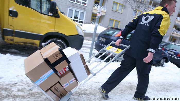 Deutschland Paketzustellung vor Weihnachten