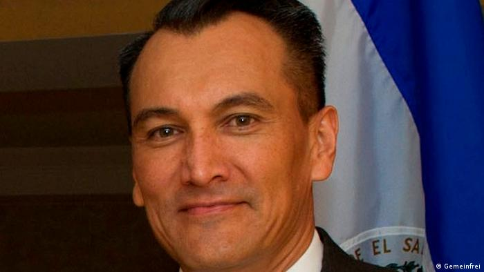 El Parlamento salvadoreño desaforó hoy al general Atilio Benítez, actual embajador de El Salvador en Alemania, para que responda ante la justicia local por acusaciones de tráfico ilegal de armas y otros delitos. (6.12.2016)