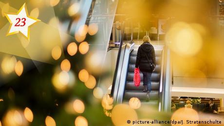 23_Weihnachtseinkauf (picture-alliance/dpa/J. Stratenschulte)