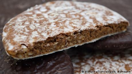Ιδιαιτέρως δημοφιλή είναι και αυτά τα γλυκά από τη Νυρεμβέργη. Εδώ και 500 χρόνια φτιάχονται από αλεύρι, ζάχαρη, βούτυρο, μέλι και μυρωδικά και περιέχουν 420 θερμίδες ανά 100 γραμμάρια. Λόγω των μυρωδικών χρησιμεύουν και ως καταπραϋντικά για το στομάχι, γι' αυτό και σε κάποιες περιοχές τα λένε ψωμιά της κοιλιάς.