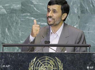 هم سفرها و هم سخنرانیهای احمدینژاد در نیویورک و در مجمع عمومی سازمان ملل پیوسته با مسائل حاشیهای پررنگی توام بوده است- عکس از آ رشیو