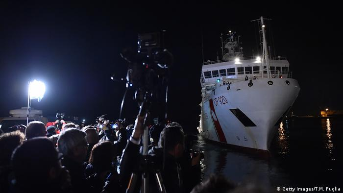 The Italian Coast Guard ship Gregretti, carrying 27 survivors of the migrant shipwreck in the Mediterranean, arrives at Catania port on April 20, 2015.