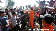 07.12.2016 Rescue workers and police remove a victim from a collapsed building following an earthquake in Lueng Putu, Pidie Jaya in the northern province of Aceh, Indonesia December 7, 2016 in this photo taken by Antara Foto. Antara Foto/ Irwansyah Putra/ via REUTERSATTENTION EDITORS - THIS IMAGE WAS PROVIDED BY A THIRD PARTY. FOR EDITORIAL USE ONLY. MANDATORY CREDIT. INDONESIA OUT.