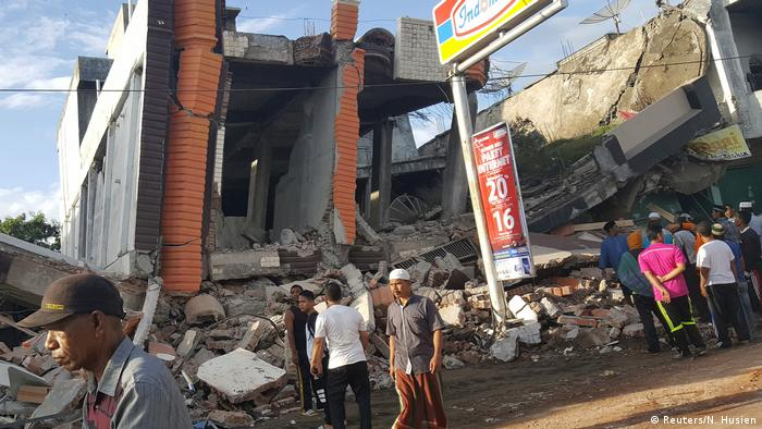 Indonesien Erdbeben in Aceh (Reuters/N. Husien)