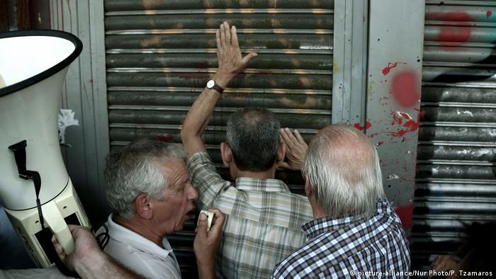 Griechenland Krise Rückblick (picture-alliance/Nur Photo/P. Tzamaros)