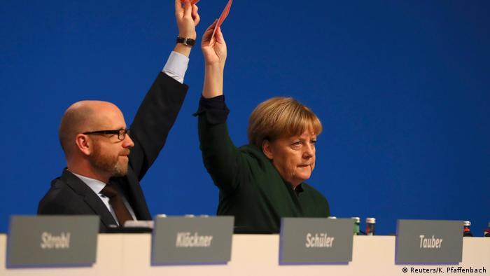 700d670cd6 CDU Parteitag in Essen - Merkel und Tauber (Reuters K. Pfaffenbach)