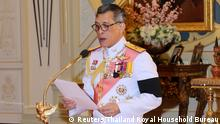 Thailand's new King Maha Vajiralongkorn Bodindradebayavarangkun speaks as he accepts an invitation from parliament to succeed his father, King Bhumibol Thailand Thailand - König Maha Vajiralongkorn