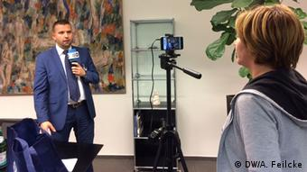 DW Interview David Percubic, Zentrale für Auslands- und Fachvermittlung (DW/A. Feilcke)