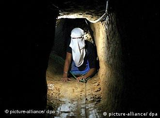 Palestinian digging a tunnel between Gaza and Egypt