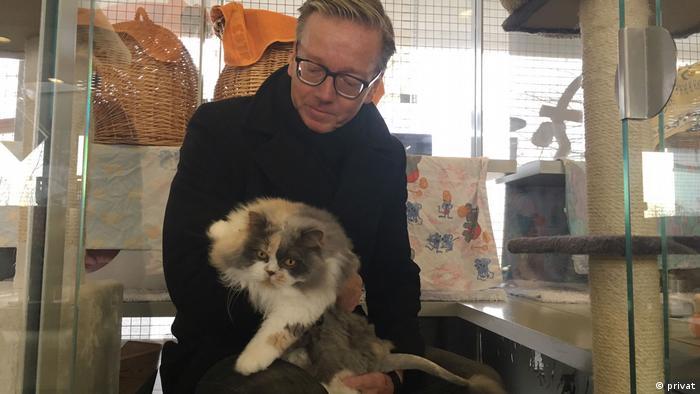 Gero Schliess and cat