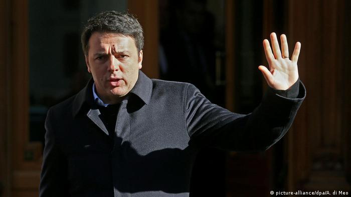 Italian Premier Matteo Renzi winkt zum Abschied