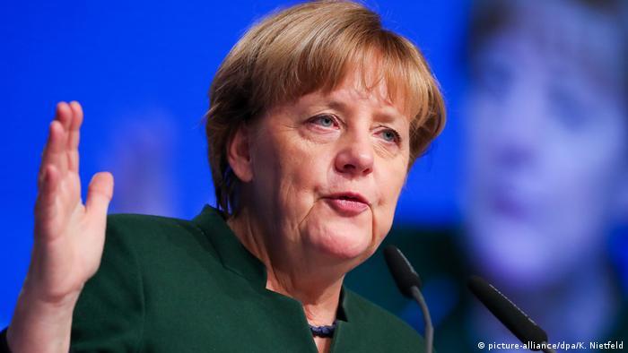 La Unión Cristianodemócrata (CDU) alemana cerró su asamblea federal con un giro a la derecha y en desacuerdo con su jefa, Angela Merkel, quien rechaza la abolición de la doble nacionalidad para los hijos de inmigrantes. 07.12.2016