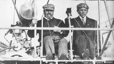 USA St. Louis & Theodore Roosevelt & Pilot Arch Hoxsey (Public domain)