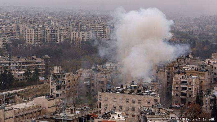 Aleppo Syrien Rauchwolke (Reuters/O. Sanadiki)