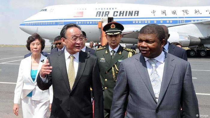 João Lourenço, então membro da Assembleia Nacional, em visita à China em 2011