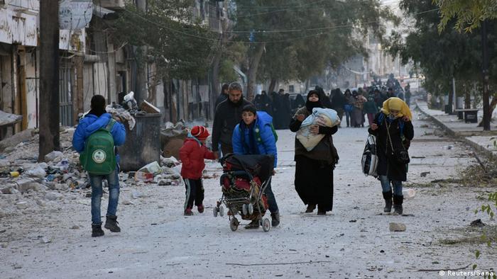 Syrien Flüchtende aus dem östlichen Aleppo (Reuters/Sana)