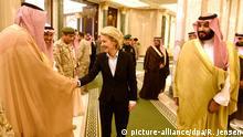 Von der Leyen mit dem Vize-Kronprinz und Verteidigungsminister Mohammed bin Salman al-Saud (r.)