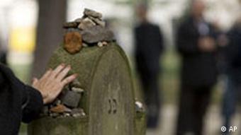 Deutschland Berlin Jüdischer Friedhof Wiedereröffnung