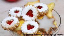 Mailaender, Zimtstern, Spitzbuben-Gebaeck / Mailänder, Plaetzchen, Plätzchen, Gebaeck, Gebäck, Kekse, Weihnachtsgebaeck | Verwendung weltweit