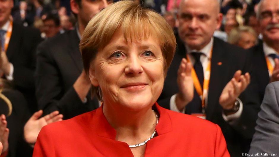 Меркел засега сигурно на тронот