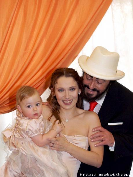 Luciano Pavarotti mit Ehefrau Nicoletta Mantovani und Tochter Alice