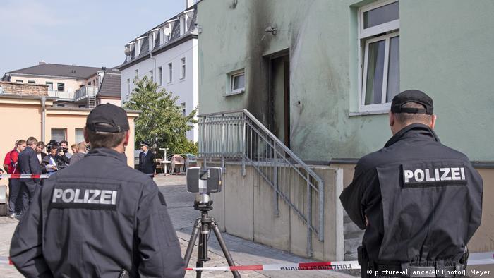 La policía y la fiscalía alemanas informaron hoy de la detención, ayer, del presunto autor de dos atentados con bomba perpetrados en septiembre pasado contra una mezquita y el Centro Internacional de Congresos de Dresde. (9.12.2016)