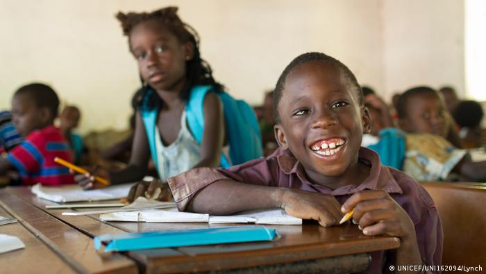 UNICEF Schüler in Guinea-Bissau (UNICEF/UNI162094/Lynch)