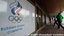 19.07.2016 +++ People enter the Russian Olympic Committee headquarters and Russian Athletics Federation office in Moscow, Russia, 19 July 2016. A World Anti-Doping Agency (Wada) Executive Committee meeting was held in Toronto, Canada on 18 July 2016 to discuss the McLaren Investigation Report which stated Russia operated a state-sponsored doping programme for four years across the 'vast majority' of summer and winter Olympic sports. EPA/YURI KOCHETKOV +++(c) dpa - Bildfunk+++