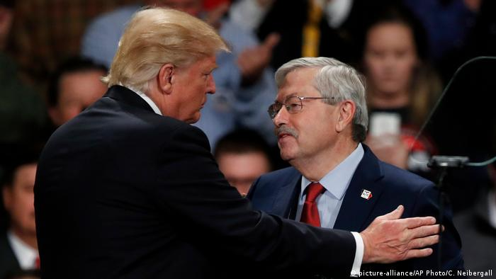 USA Donald Trump und Terry Branstad Thank You Tour (picture-alliance/AP Photo/C. Neibergall)