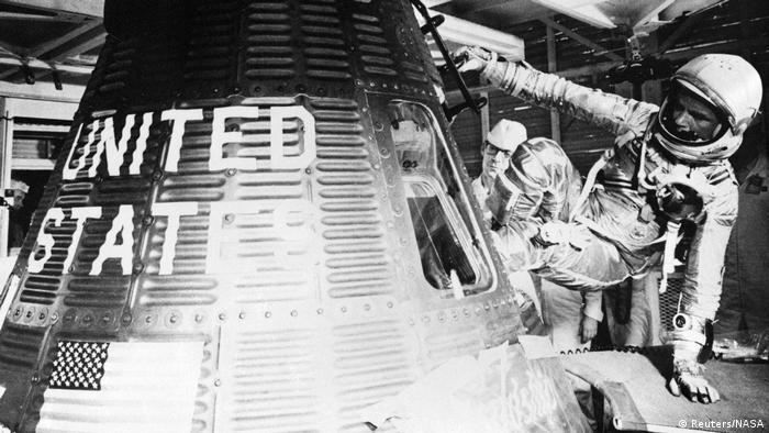 USA Raumfahrt John H. Glenn, Jr. in Mercury-Atlas 6 vor dem Start