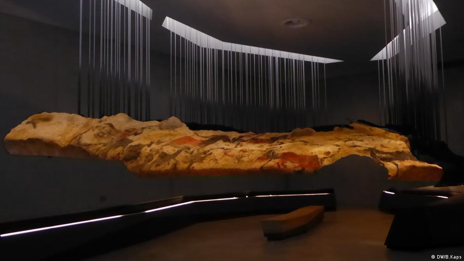 Lascaux IV: prehistoric cave replica