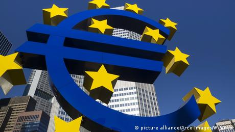 Euro Symbol Frankfurt (picture alliance/Arco Images/W. Wirth)