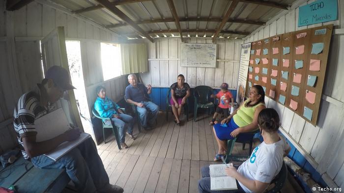 Guatemala Techo-Freiwillige bei Marginalsiedlung (Techo.org)