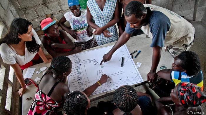 [Haiti Techo-Freiwillige bei Marginalsiedlung (Techo.org)