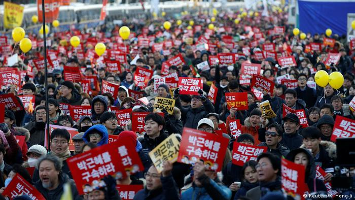 Protesters against Park Geun-Hye (Reuters/K. Hong-Ji)