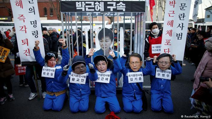 Südkorea Protest gegen Präsidentin Park Geun Hye & Forderung nach Rücktritt (Reuters/K. Hong-Ji)