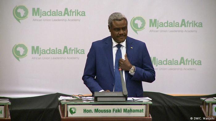 Der neue AU-Kommissionspräsident Moussa Mahamat bei einer Rede vor seiner Wahl.