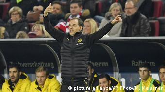 BVB-Trainer Thomas Tuchel gestikuliert an der Seitenlinie (Foto: picture alliance/AP Photo/M. Meissner)
