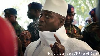 Gambia Wahlen Yahya Jammeh (picture alliance/AP Photo/J. Delay)