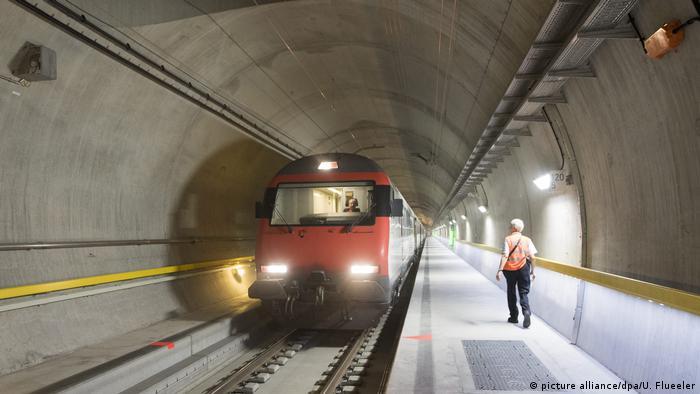 Schweiz Gotthard Basistunnel (picture alliance/dpa/U. Flueeler)