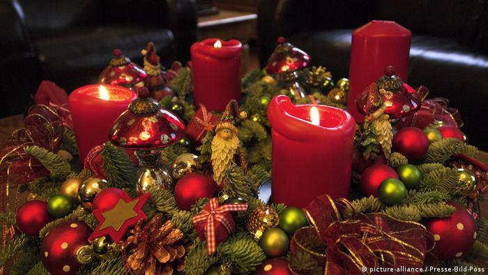 Adventskranz (picture-alliance / Presse-Bild-Poss)
