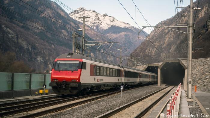 Запуск потягу Готардським тунелем, 11 грудня