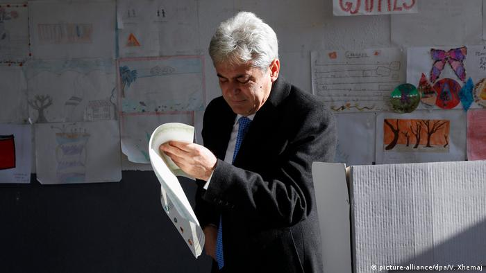 Mazedonien Parlamentswahlen- DUI- Anführer Ali Ahmeti (picture-alliance/dpa/V. Xhemaj)