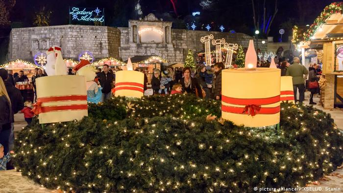Kroatien Adventskranz in Zadar (picture-alliance/PIXSELL/D. Stanin)