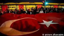 ISTANBUL, TURKEY - DECEMBER 11,2016 People gather to protest the Istanbul terror attacks with flags in Besiktas district of Istanbul, Turkey on December 11, 2016. At least 38 people, including 7 civilians, were killed and 155 people were injured in two separate bomb attacks in the Besiktas district of Istanbul on Saturday. Onur Coban / Anadolu Agency | Keine Weitergabe an Wiederverkäufer.