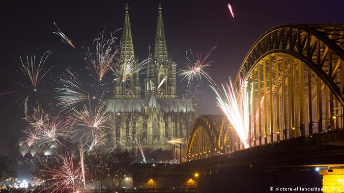 Deutschland Silvester in Köln (picture-alliance/dpa/M. Hitij )