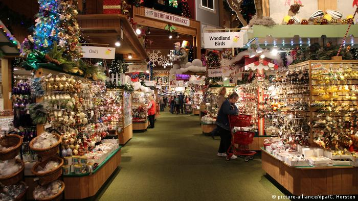 World's largest Christmas store | DW Travel | DW | 12.12.2016
