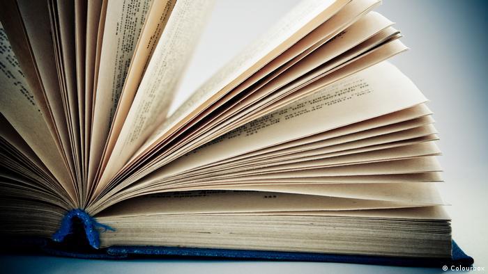 Open book (Colourbox)
