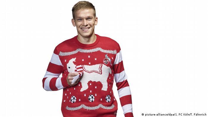 У Німеччині цьогоріч яскравий трикотаж на Різдво продають і футбольні клуби  Бундесліги. Товстенька тваринка на 07b9ec3e8a0a6